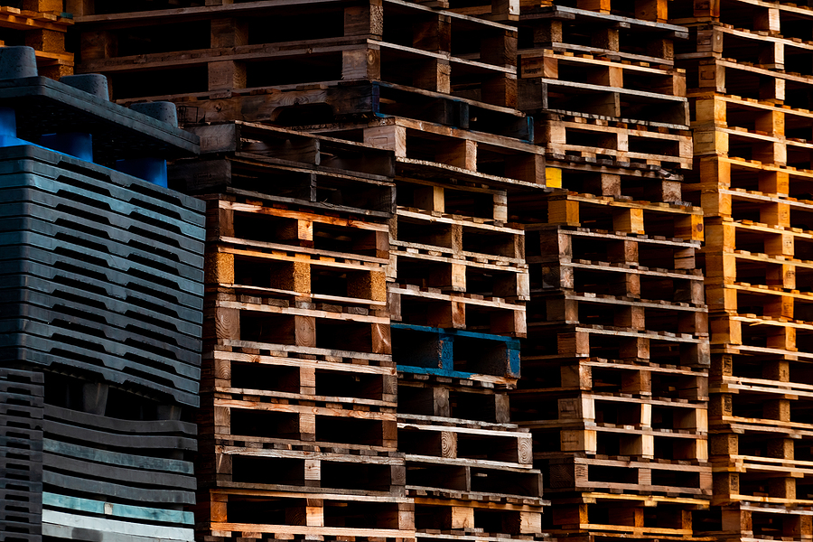 pile of old wooden pallet. industrial wood pallet stacked at factory warehouse. cargo and shipping concept. wood pallet rack for export delivery industry. wooden pallet storage warehouse of factory.
